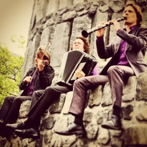 Trio C op het Stadhuisplein tijdens Straatmuziekfeest Lelystad 2014.