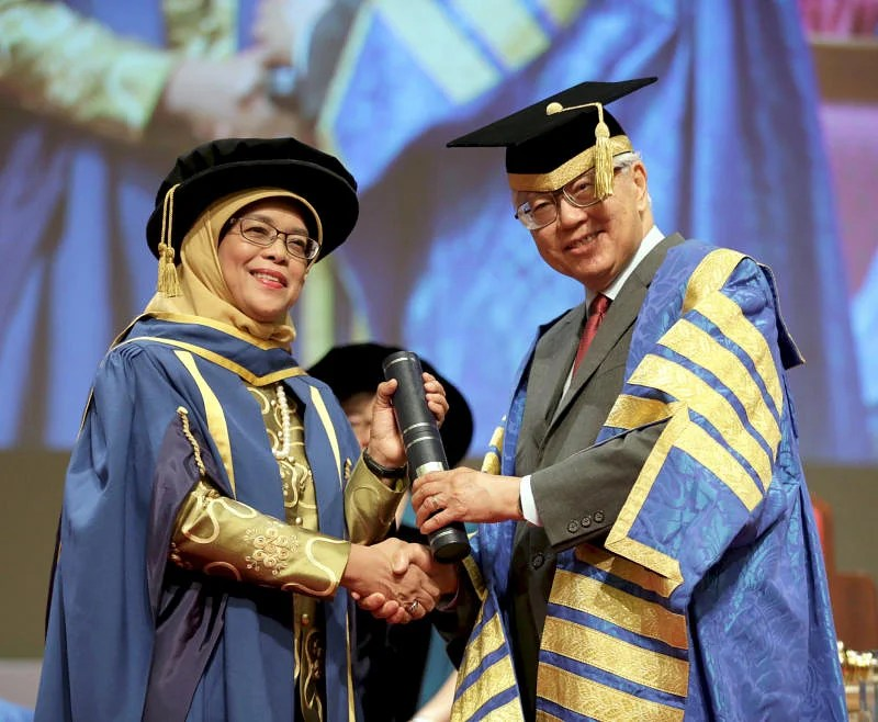 madam halimah receiving the doctor of laws degree from president tony tan keng yam on july 7 2017 the top honour which recognised her contributions to