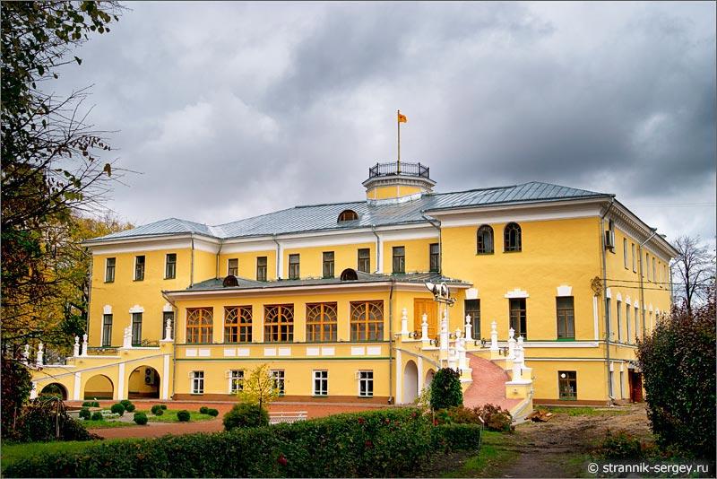 Дом губернатора в Ярославле — дворец — губернаторский сад — Ярославский художественный музей