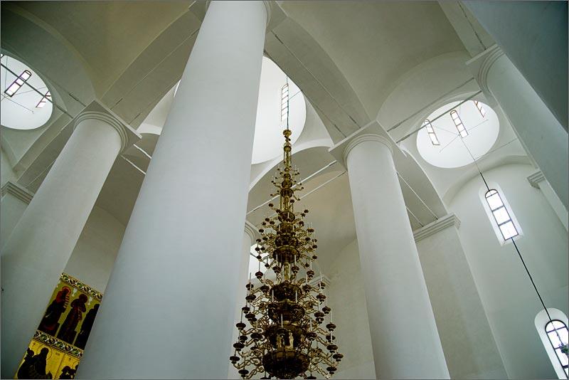Успенский собор в Ярославле внутри