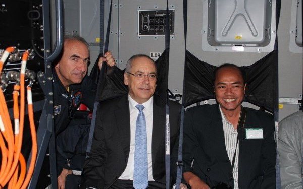 Eric Isorce, Chief Flight Test Engineer of the A400M and Airbus Military President and CEO, Domingo Ureňa-Raso with an aviation journalist   StratPost
