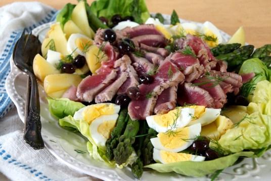 Tuna & Asparagus Niçoise Salad