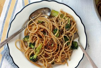 Spaghetti with Anchovies & Broccoli
