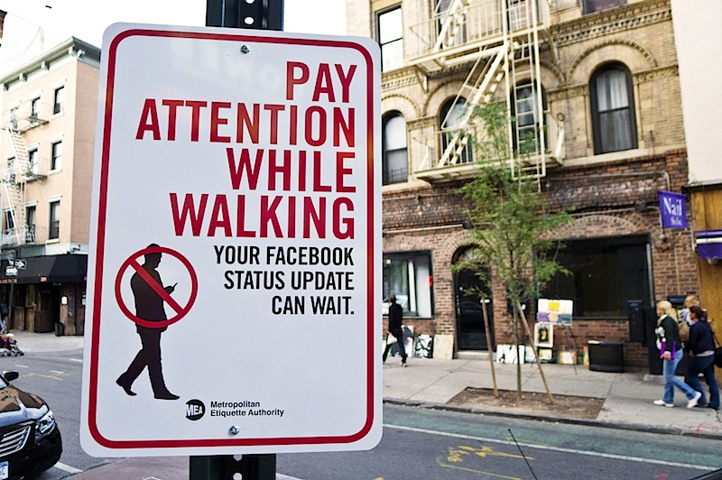 pay_attention_while_walking.jpg