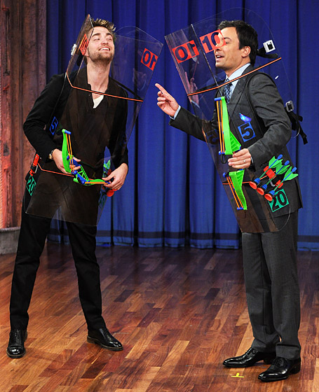 1321023261_pattinson-on-jimmy-fallon-lg