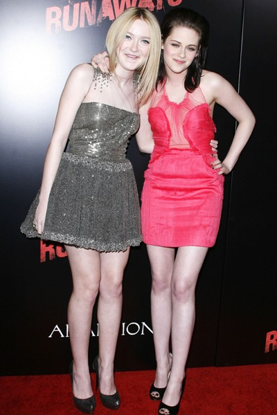 dakota-fanning-kristen-stewart-the-runaways-premiere-photos