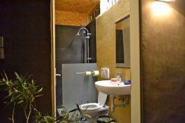 Badezimmer & Toilette; auch da Lehmputz und Tadelakt