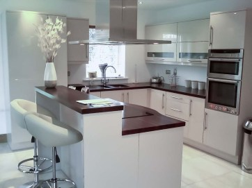 Cream-High-Gloss-Kitchen-4-Stylecraft-Kitchens-and-Bedrooms-Cork