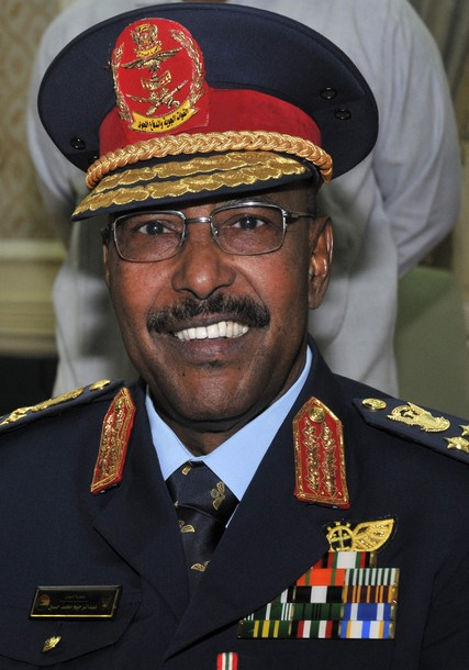 إحالة عبد الرحيم محمد حسين الى المعاش من القوات المسلحة
