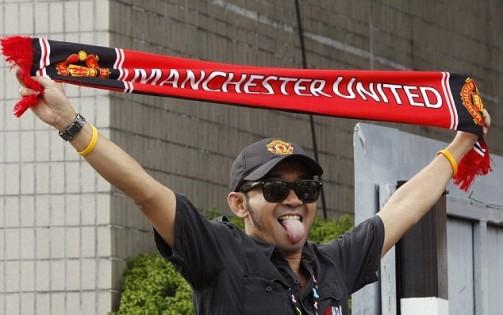 صورة مشجع مانشستر يونايتد الذي خدع العالم