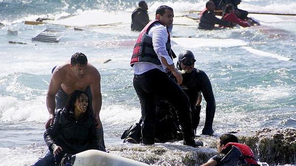 غرق مركب مهاجرين قبالة سواحل ليبيا