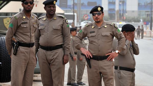 """سعودي يختلي بـ""""جثة"""" فتاة داخل سيارة في جدة والشرطة تحقق"""