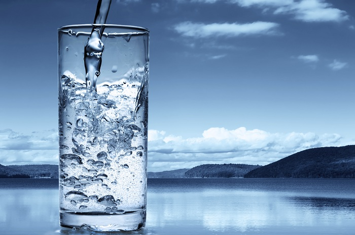 تعرف على كمية الماء الصحية التي عليك شربها يوميا