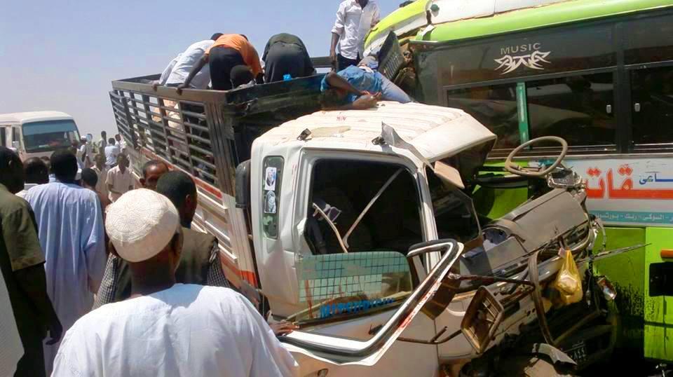 وفاة 11 شخص وإصابة 4 في حادث سير مروع بشارع مدني بالسودان !!