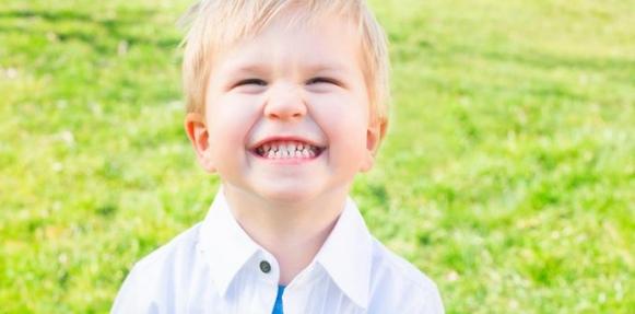 أسرار السعداء: يضحكون بصوت عال ويتواصلون وجهاً لوجه