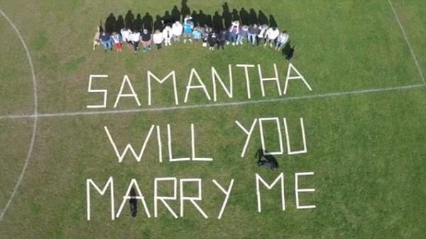 بالفيديو: بريطاني يعرض الزواج على حبيبته بفيلم سينمائي