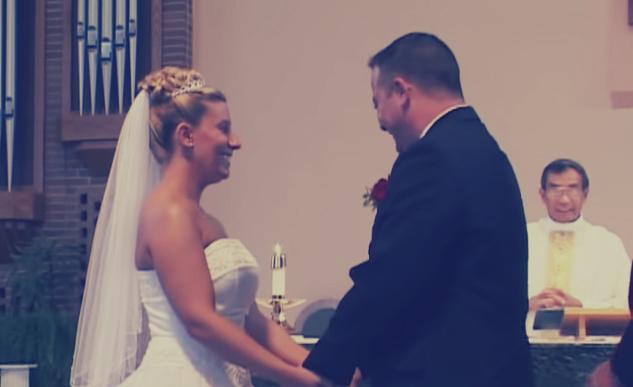عريس يدخل في نوبة ضحك «هستيرية»: حاولت العروس منعه فضحكت بشدة