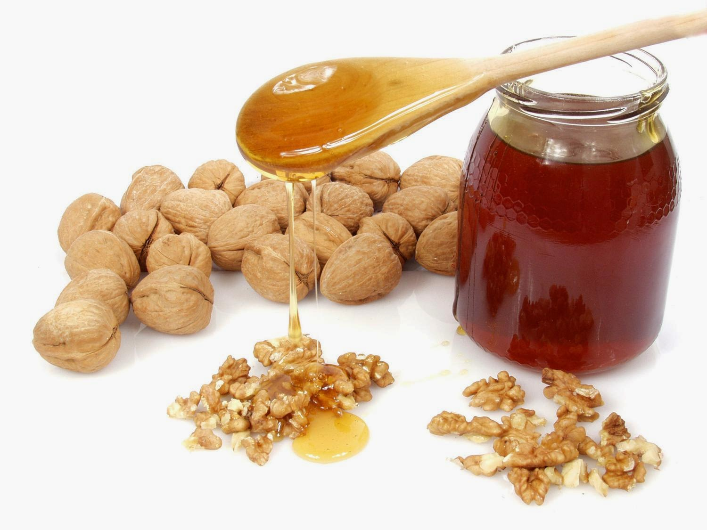 مأكولات تسبب السعادة : اهمها العسل والمكسرات