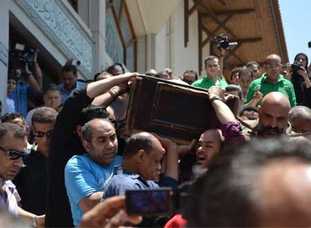 بالصور:  تشييع جثمان الفنان سامي العدل بحضور فني كبير..