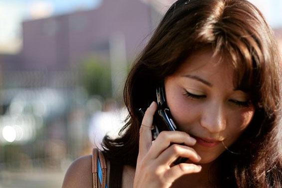 """7 خرافات شائعة لا يمكن مواصلة تصديقها: أجهزة """"آبل"""" لا تصاب بالفيروسات وترك الهاتف في الشاحن يدمره"""