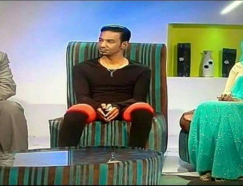 بالصورة : مظهر الفنان السوداني طه سليمان في ( أغاني وأغاني ) يثير دهشة مواقع التواصل !!
