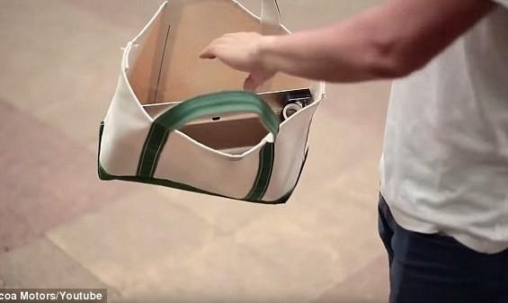 """أول """"سيارة في حقيبة"""" في العالم"""