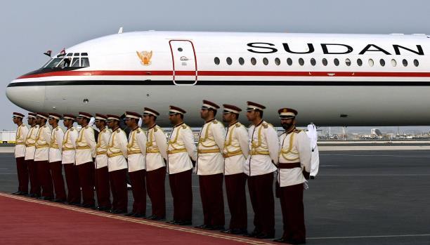 كيف هبطت طائرة سعودية بعد وفاة الكابتن أثناء الرحلة؟