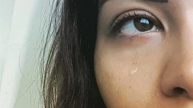لماذا حذفت شيرين عبدالوهاب صورتها وهي تبكي؟