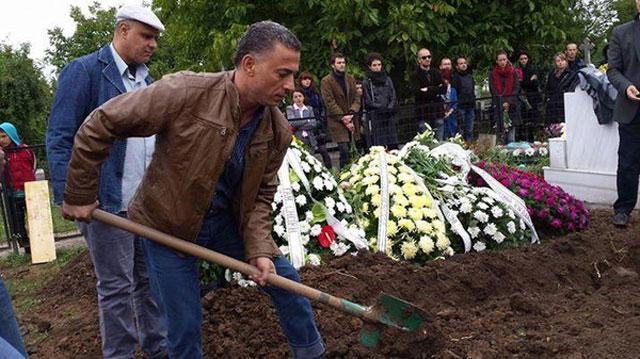 """""""قبطي"""" يشعل شبكات التواصل بدفنه مسلماً في رومانيا"""