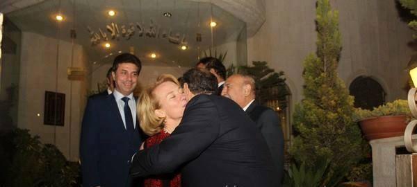 قبلات وأحضان نائب أردني للسفيرة الأمريكية تشعل مواقع التواصل