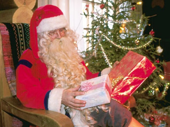 مطالبات بسحب حلاوة بابا نويل من الأسواق