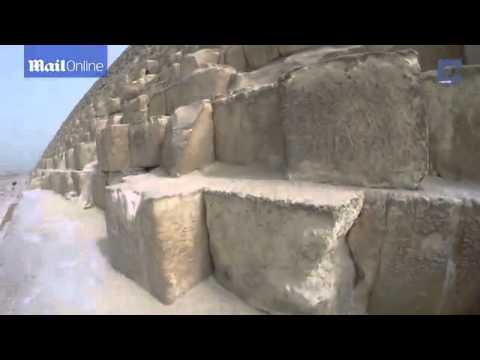 شاهد بالفيديو..ألماني يتسلق قمة الأهرامات بشكل غير قانوني