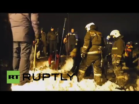 بالفيديو..شخص لقي مصرعه تحت هيار ثلجي في كيروفس