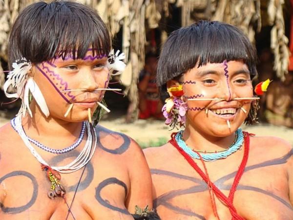 بالصور.. أغبى 6 تقاليد حول العالم