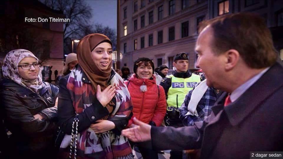 """الداعية الإسلامي """" د. الكودة """" ينتقد فتاة مسلمة رفضت """" مصافحة """"رئيس وزراء السويد !!"""