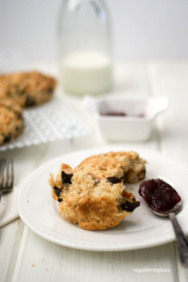 Roasted Pear and Cinnamon Chocolate Chunk Scones – SugarLoveSpices