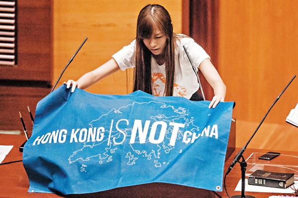 <a class=&quot;amazingslider-posttitle-link&quot; href=&quot;http://www.supermedia.hk/?p=2910&quot;>香港反對派議員「辱華」風波 凸顯建制派面對的真正危險</a>