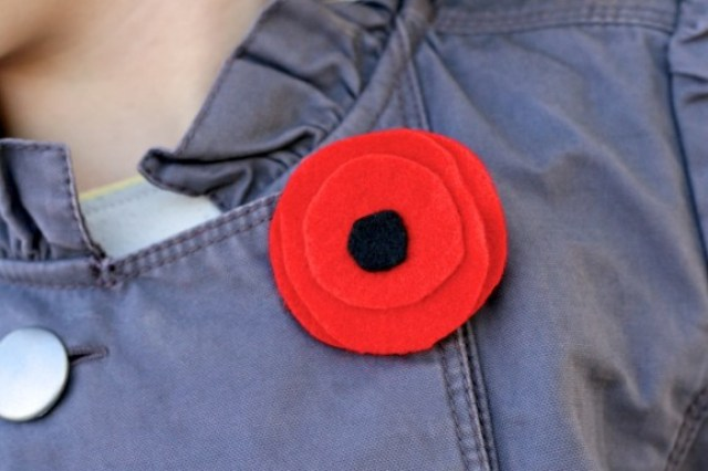 How to Make Felt Poppy for Remembrance Day