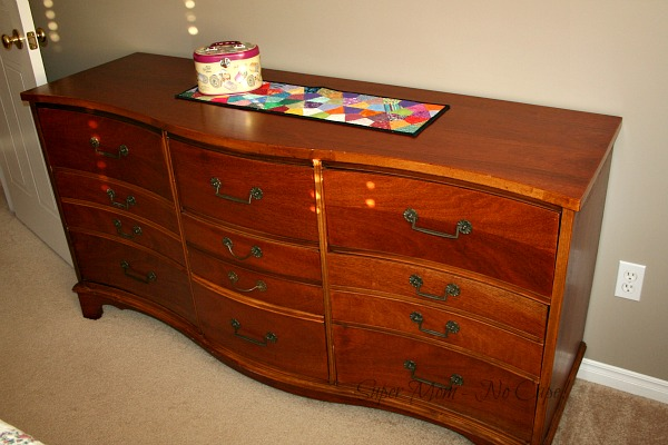 Scalloped Front 9 Drawer Dresser