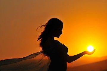 holding_sun_1