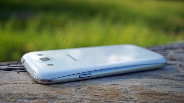 Samsung Galaxy S III power button