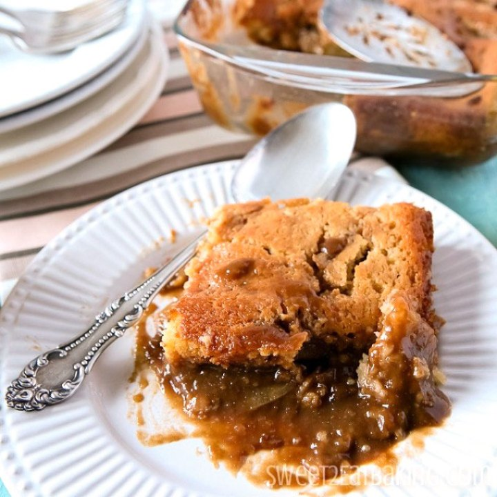 Toffee / Caramel Apple Pudding Recipe by Sweet2EatBaking.com | #toffee #caramel #apple #pudding