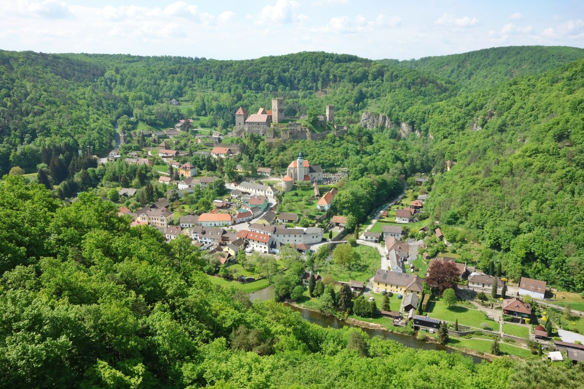 Retz and Hardegg - Idyll between national park and wine country
