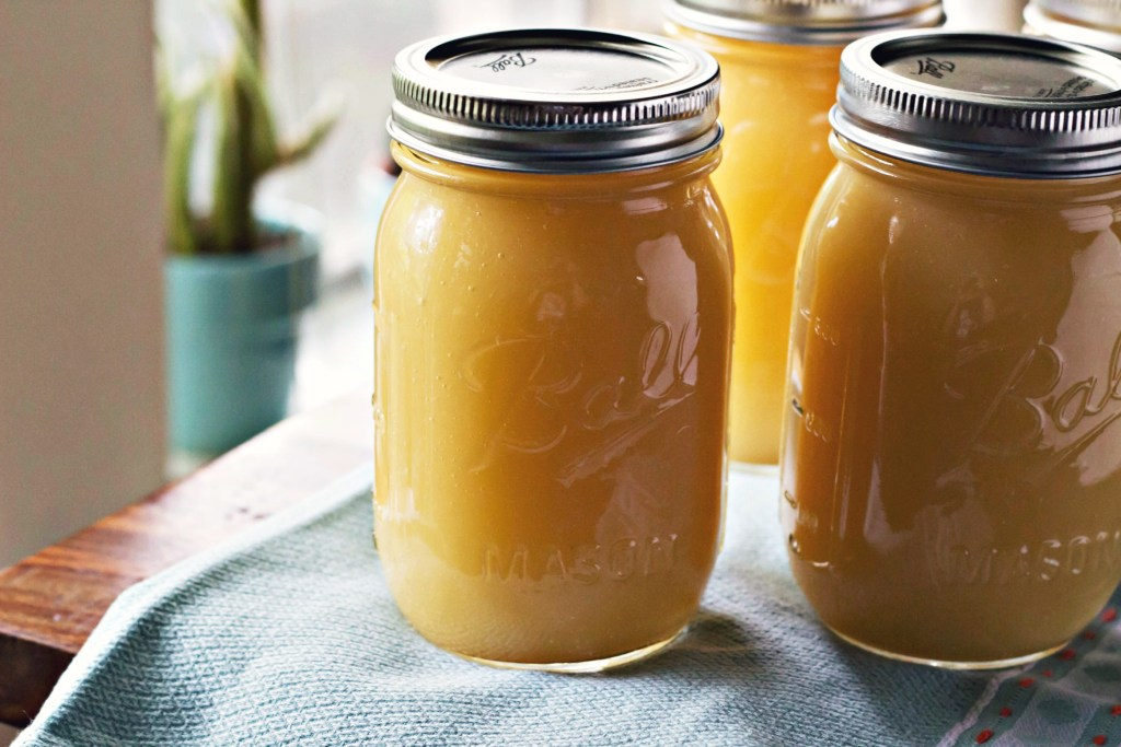 homemade applesauce + canning tutorial   via sweet miscellany
