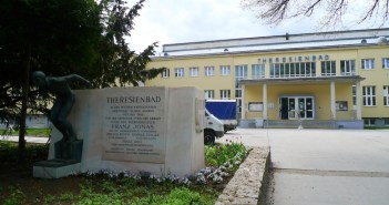 Theresienbad Wien. Image courtesy of Thomas Ledl / Wikimedia Commons