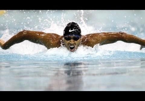 Olympian Cullen Jones makes splash teaching kids to swim