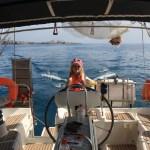 Skipper Maren har full kontroll :) Styrte skuta som bare det! Her på vei til Mogan