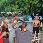 Piratfest på stranda med S/Y Silence, S/Y Garibaldi og svenske Lise Lotte og Johan
