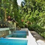 Offentlige mineralbad i Diamond Botanical Garden, St Lucia. Bilde fra Google.