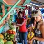 """Hvor du får kjøpt det du trenger av frukt og grønt. Importert fra """"fastlandet"""" St Vincent."""